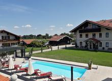 Pool mit den Ferienwohnung Sissi, Franz und Liesl