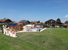 Pool mit der Poolhütte